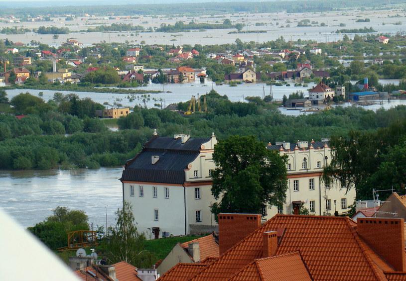 Sandomierz pod wodą, zdj. z 2010 roku /Bogdan Myśliwiec /Reporter