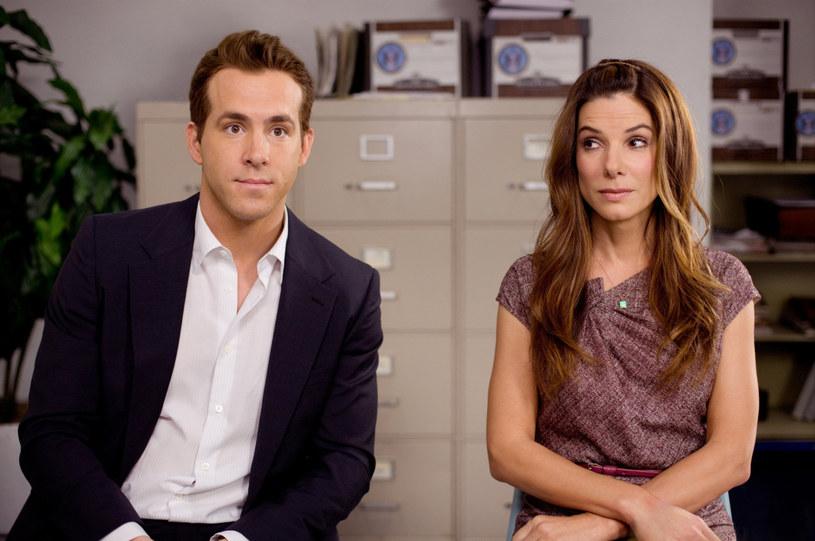 """Sandra Bullock i Ryan Reynolds w komedii """"Narzeczony mimo woli"""" (2009) /materiały prasowe"""