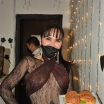 Sandra Montoya serwowała posiłki w prześwitującej sukience!
