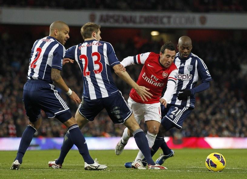 Santi Cazorla wymusza rzut karny w meczu z West Bromwich Albion /AFP