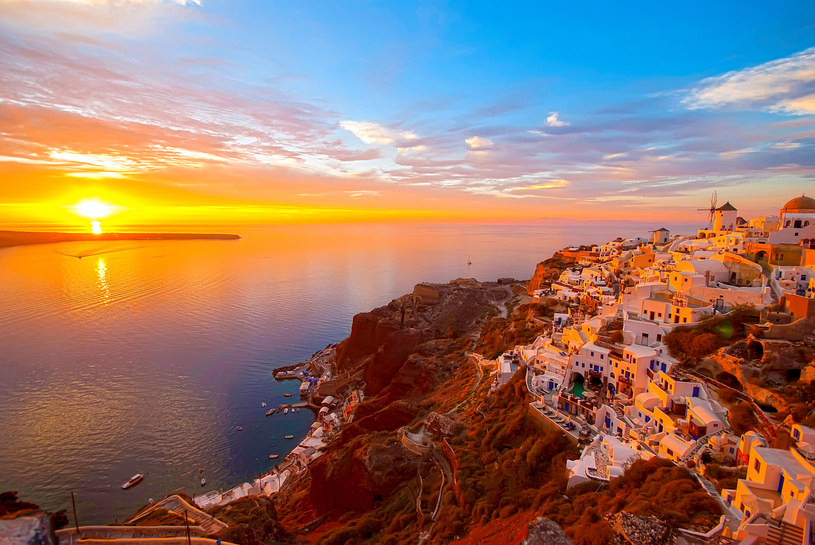 Santorini to piękna wyspa na morzu Egejskim, marzenie każdego podróżnika /123RF/PICSEL