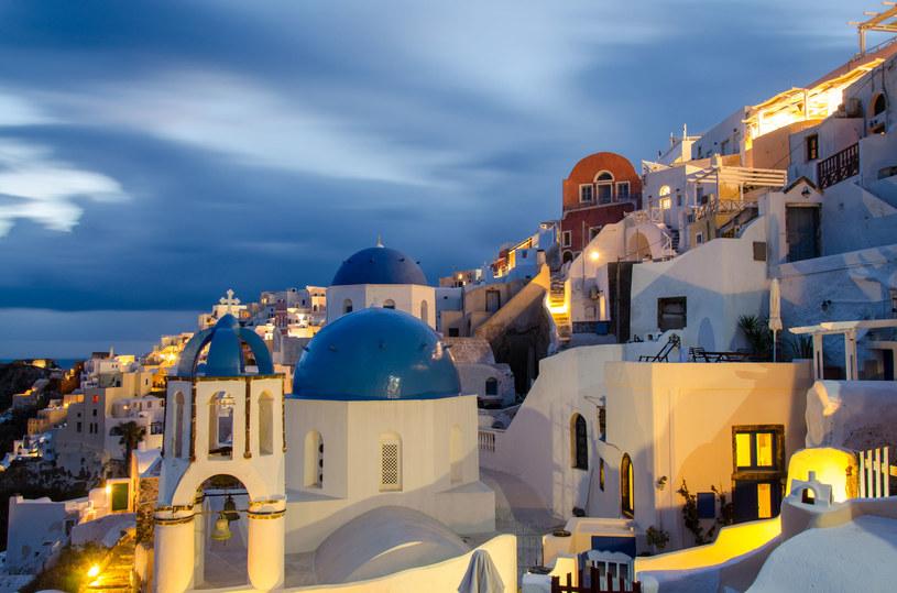 Santorini wieczorową porą /123RF/PICSEL