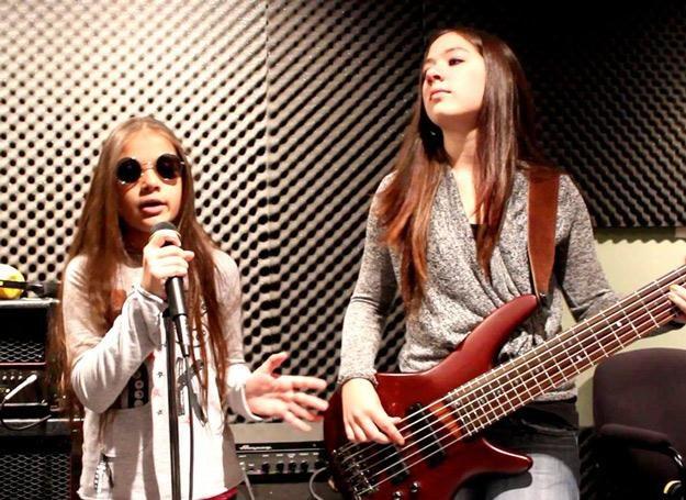 Sara i jej starsza siostra Andrea (Motion Device) w studiu /Oficjalna strona zespołu