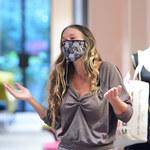 Sarah Jessica Parker pomaga klientce w sklepie