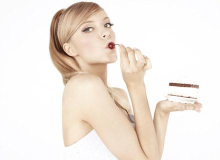 Sasha Strunin kusi... ciastkiem /Sony Music