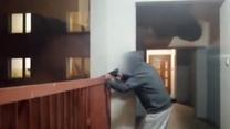 Sąsiedzi boją się 80-latka. W nocy strzela z wiatrówki