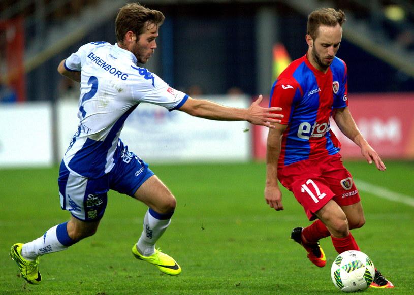 Sasza Żivec (z prawej) podczas pierwszego meczu ze Szwedami /Andrzej Grygiel /PAP