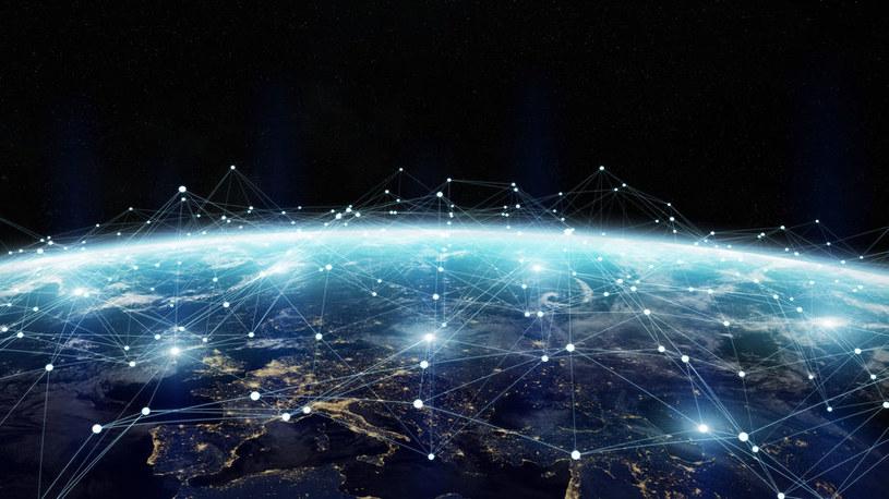 Satelitarna komunikacja kwantowa pozwoli na bezpieczny transfer danych /123RF/PICSEL