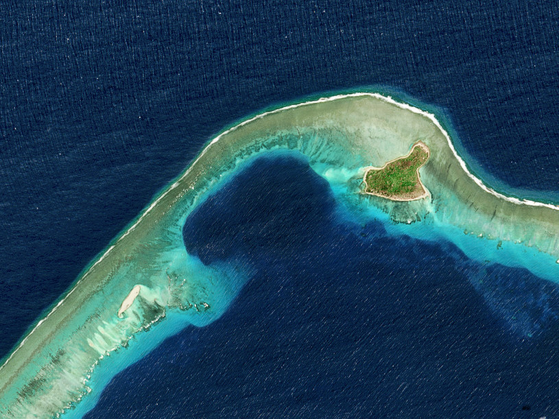 Satelitarne widok na Wyspy Marshalla. Atol Bikini wygląda jak raj, ale to miejsce skażone 60 lat temu. /Getty Images