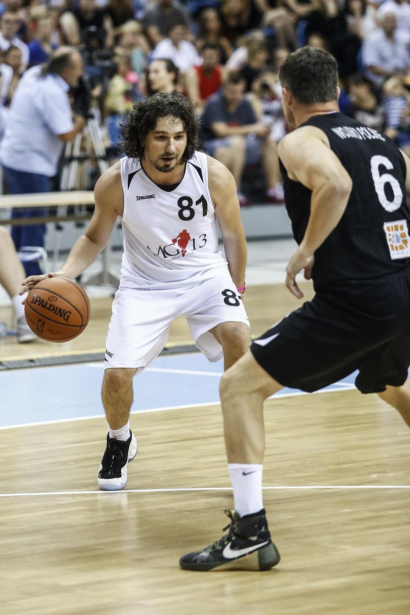 Satyryk przekonuje, że jest lepszym koszykarzem niż piłkarzem /Michał Łepecki /AKPA