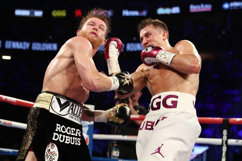 """Saul """"Canelo"""" Alvarez (z lewej) w walce z Giennadijem Gołowkinem /AFP"""