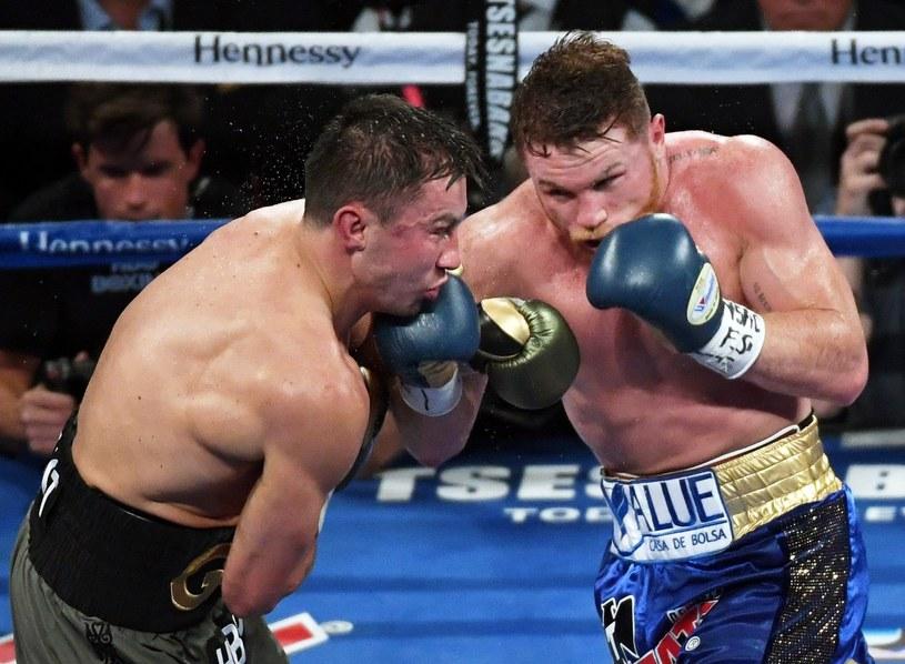 """Saul """"Canelo"""" Alvarez (z prawej) w pierwszej walce z Giennadijem Gołowkinem /AFP"""