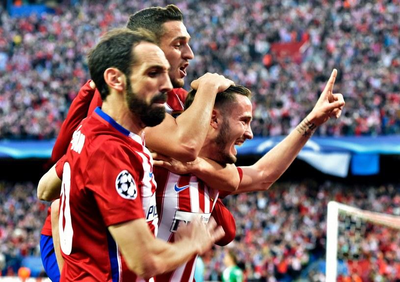 Saul (z prawej) wraz z kolegami cieszą się z gola /AFP