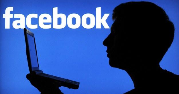 Savoir-vivre: Czego nie publikować na Facebooku? /PAP/DPA/Julian Stratenschulte /PAP/EPA