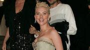 Scarlett Johansson adoptuje