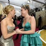 Scarlett Johansson i Florence Pugh jak siostry