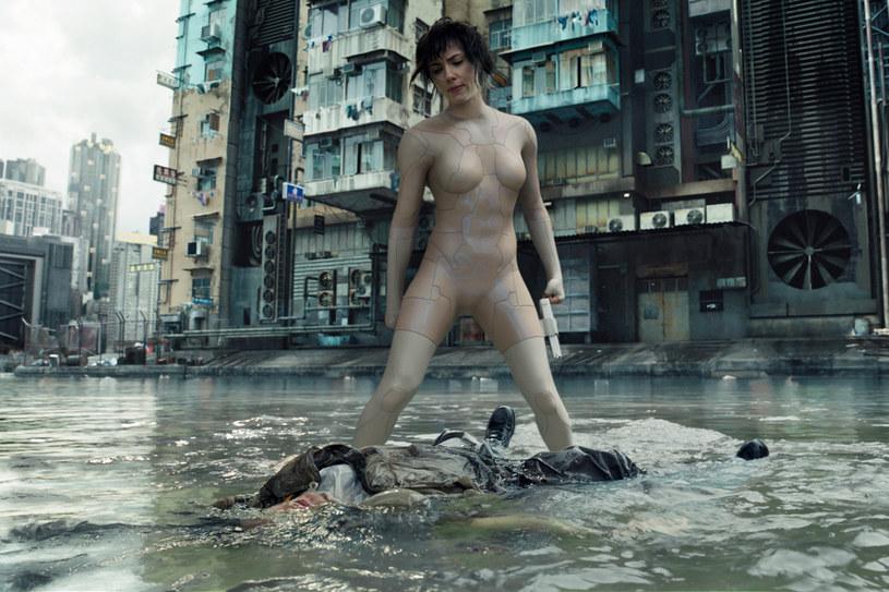 Scarlett Johansson jako seksowna hybryda człowieka i robota /materiały dystrybutora