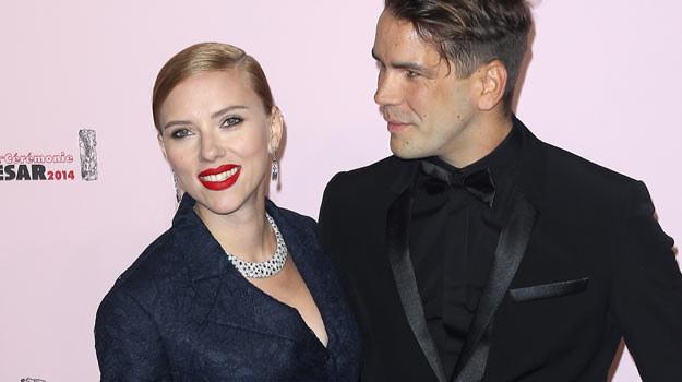 Scarlett Johansson z narzeczonym podczas piątkowej gali wręczenia Cezarów - fot. Marc Piasecki /Getty Images/Flash Press Media