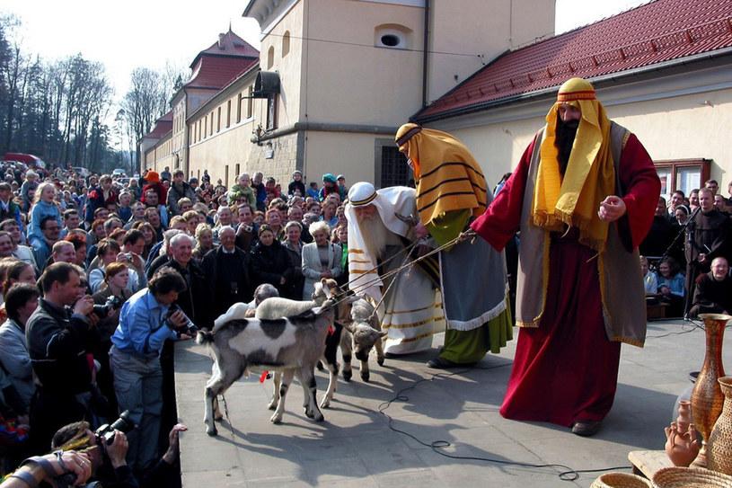 Scena: Jezus poucza kupców, że nie można handlować w Domu Bożym. /fot. Bartosz Samecki/Reporter /East News