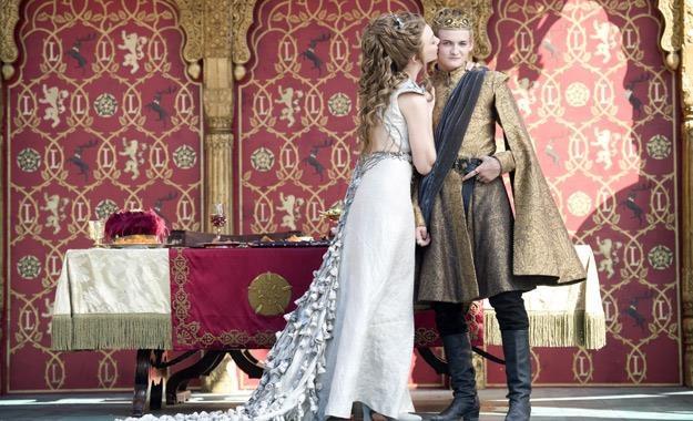 Scena ślubu Joffrey'a (Jack Gleeson) i Margaery (Natalie Dormer) /HBO