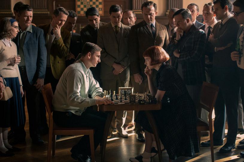 """Scena z serialu """"Gambit Królowej"""" / mat. prasowe /Netflix /materiał zewnętrzny"""