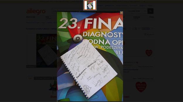 """Scenariusz V serii """"Lekarzy"""" z autografami aktorów /aukcje.wosp.org.pl /materiały prasowe"""