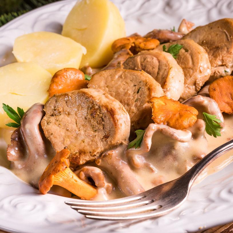 Schab w aksamitnym sosie z kurek podawany z ziemniakami /123RF/PICSEL