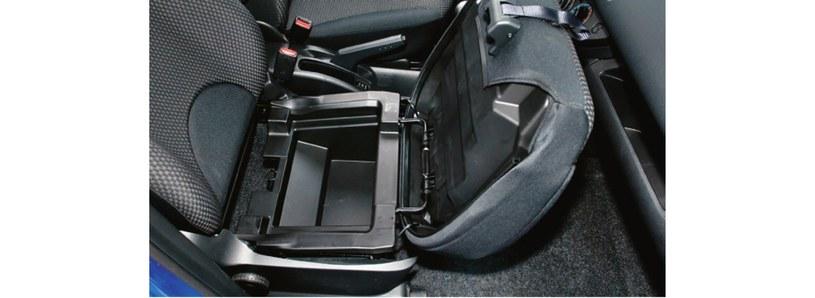 schowek pod fotele /Motor