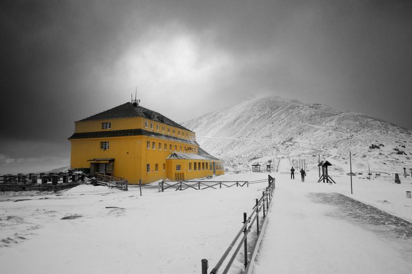 Schronisko pod Śnieżką i widok na masyw Śnieżki /123RF/PICSEL