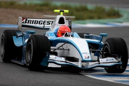 Schumacher trenuje  bolidem klasy GP2 /AFP