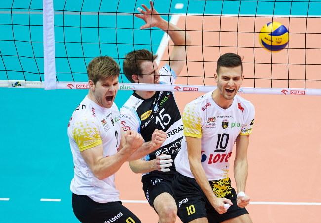 Schwarz i Gawryszewski blokują Oivanena /Adam Warżawa /PAP