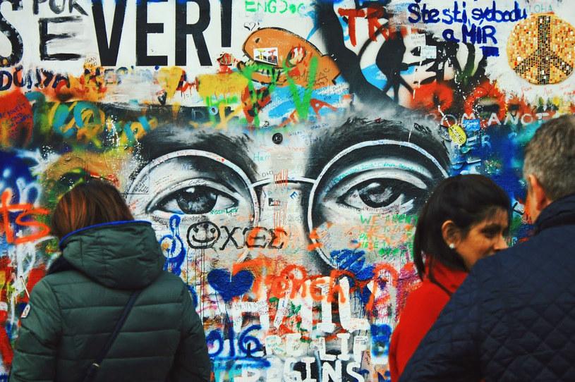 Ściana Johna Lennona na wyspie Kampa /Fot. Justyna Mastalerz /