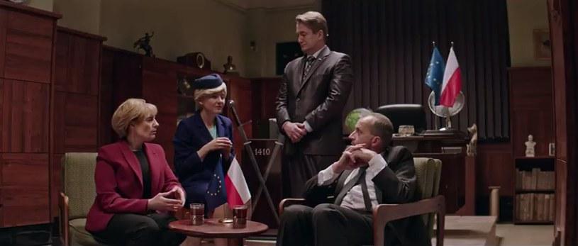 """Screen z ósmego odcinka """"Ucha Prezesa"""" /YouTube"""