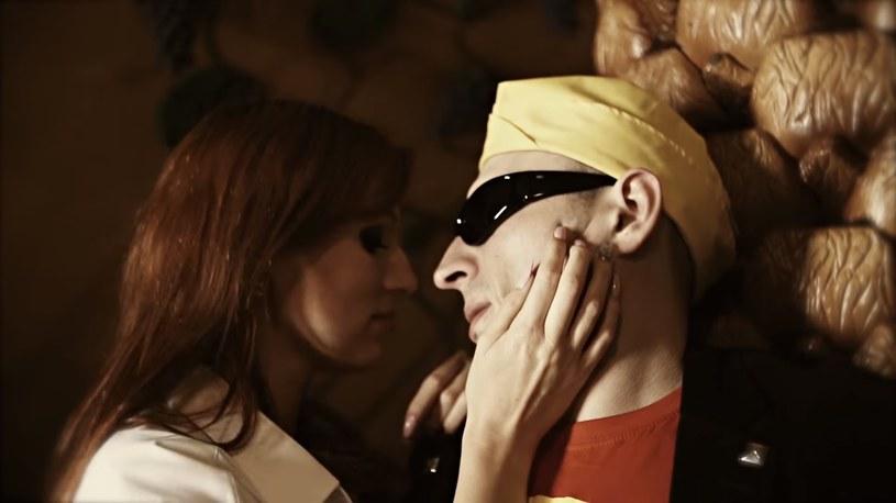 """Screen z teledysku """"Ruda tańczy jak szalona"""" (youtube.com) /materiał zewnętrzny"""