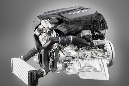 Scześciocylindrowy silnik  benzynowy  z  podwójnym  turbo /