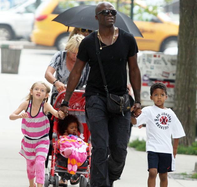 Seal martwi się, jak rozstanie zniosą dzieci. Na zdjęciu z synem i córką Heidi z innego związku (po lewej). /Splashnews