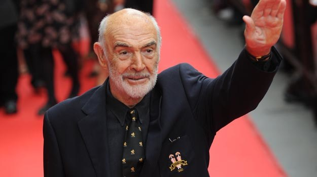 "Sean Connery robi ""pa, pa"" swoim fanom - fot. Ian Jacobs /Getty Images/Flash Press Media"
