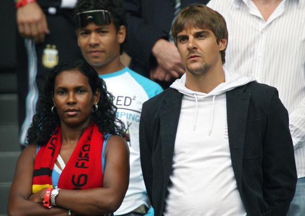 Sebastian Deisler (z prawej) w roli kibica podczas spotkania Niemcy - Argentyna na Mundialu 2006 /AFP