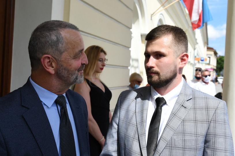 Sebastian Kościelnik z obrońcą przed budynkiem sądu /Michal Dubiel /Reporter