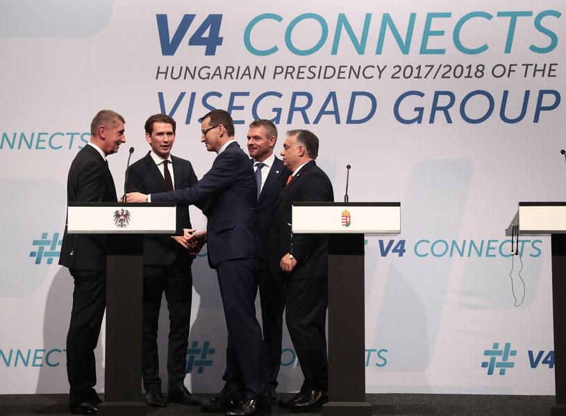Sebastian Kurz (drugi od lewej) w otoczeniu liderów państw Grupy Wyszehradzkiej /AFP
