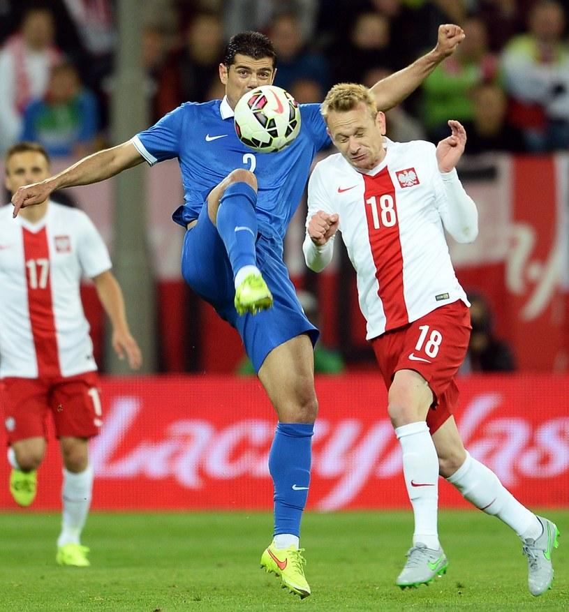 Sebastian Mila (z prawej) podczas meczu z Grecją /AFP