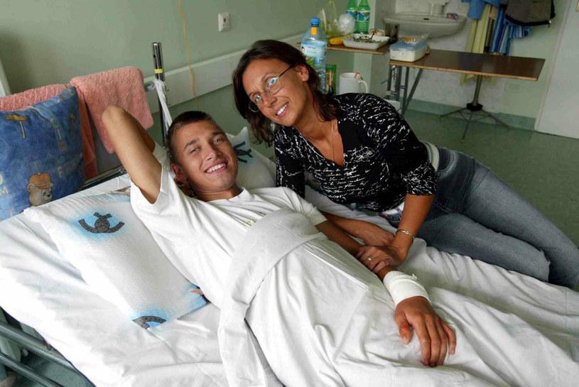 Sebastian Świerzyński z mamą w szpitalu /Sebastian Wolny /East News