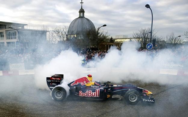 Sebastian Vettel (Red Bull Racing) ciężko pracuje, aby dobrze przygotować się do sezonu /AFP