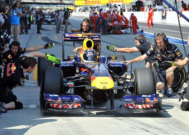 Sebastian Vettel w bolidzie Red Bulla na torze Suzuka /AFP