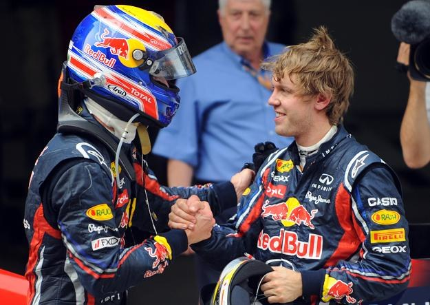 Sebastian Vettel (z prawej) gratuluje Markowi Webberowi po GP Chin /AFP