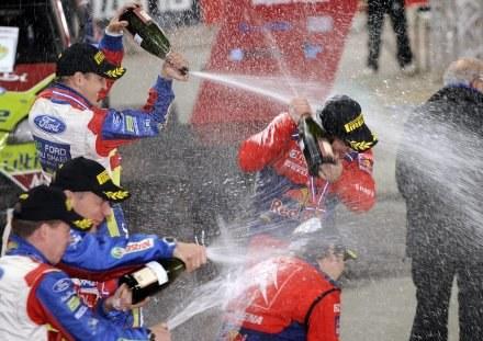 Sebastien Loeb cieszy się z mistrzostwa /AFP
