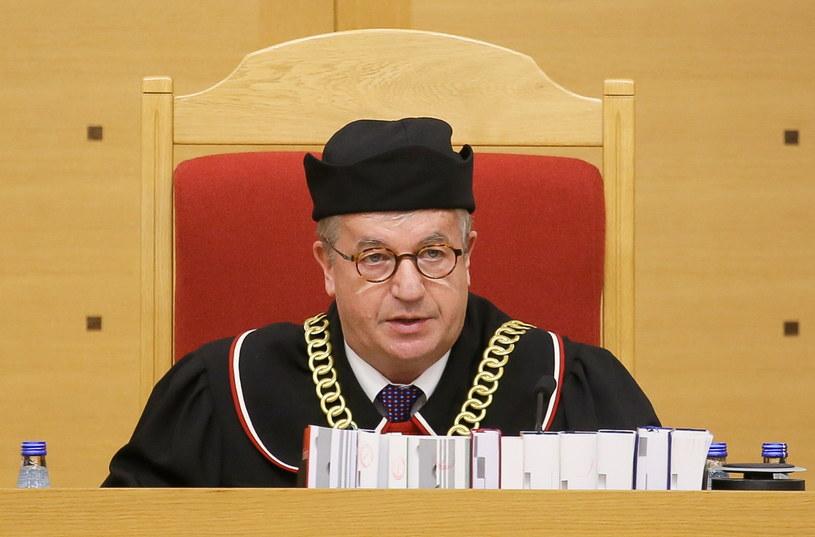Sędzia Andrzej Wróbel odczytuje wyrok TK /Paweł Supernak /PAP