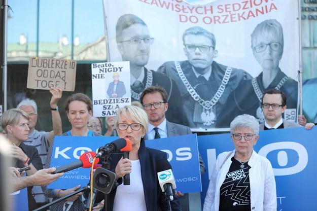 Sędzia Beata Morawiec przed siedzibą Sądu Najwyższego w Warszawie /Wojciech Olkuśnik /PAP
