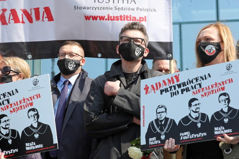 Sędzia Igor Tuleya przed siedzibą Sądu Najwyższego w Warszawie / Tomasz Gzell    /PAP