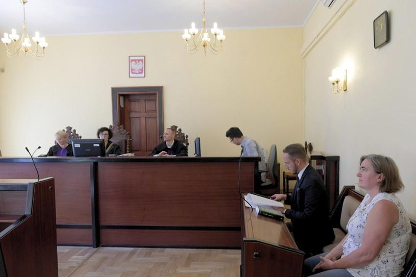 Sędzia Małgorzata Zwierzyńska (2L), sędzia Małgorzata Idasiak-Grodzińska (L), sędzia Andrzej Antkiewicz (3L) i radna PiS Anna Kołakowska (P) / Adam Warżawa    /PAP